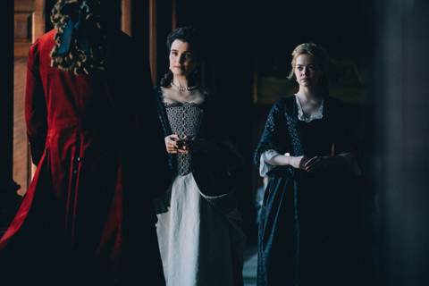 Emma Stone and Rachel Weisz in The Favourite