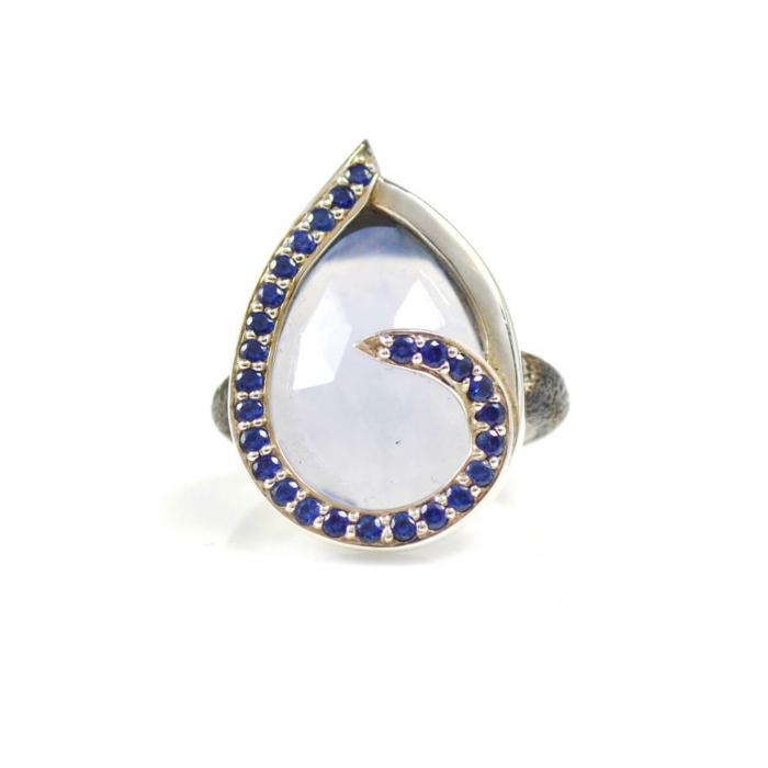 Ring Swirl Blue Sapphires Around Chalcedony