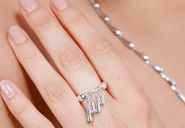 How to Style Ice and Snow Jewellery this Winter