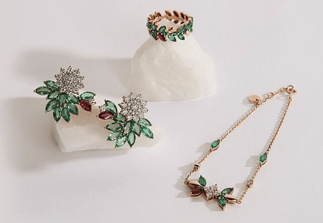 What jewellery to wear to a Christmas party