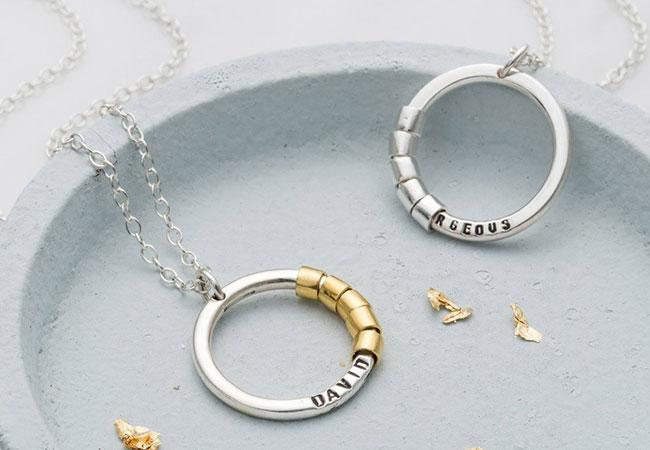 How To Personalise Your Jewellery Gift This Christmas