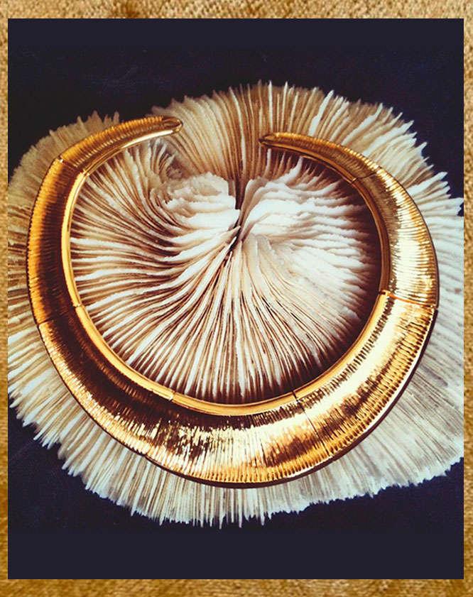 Gold Oni choker Hissia